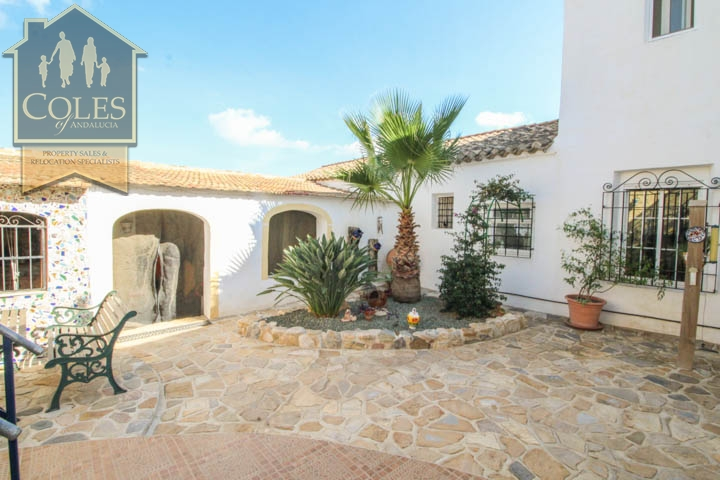 Coles of Andalucia property HUE4CG02 photo 16